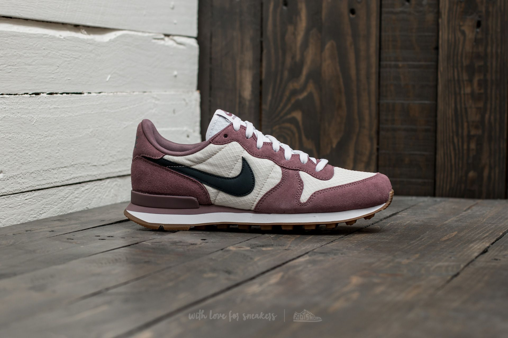 outlet store f9a81 c0fb5 ... uk 6 womens nike internationalist pink yellow Nike W Internationalist  Taupe Grey Armory Navy at a great price £82 buy at