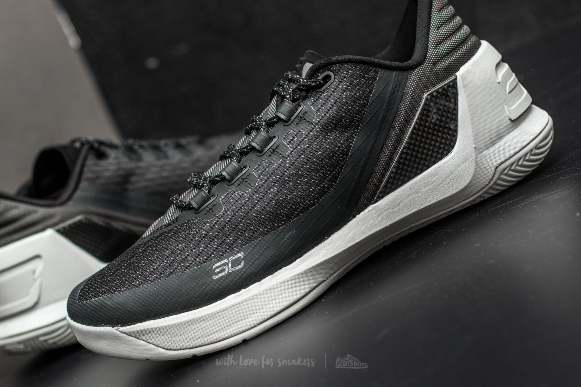44da5dabc40 ... sweden under armour curry 3 low black white white at a great price 83  e22ec 39beb
