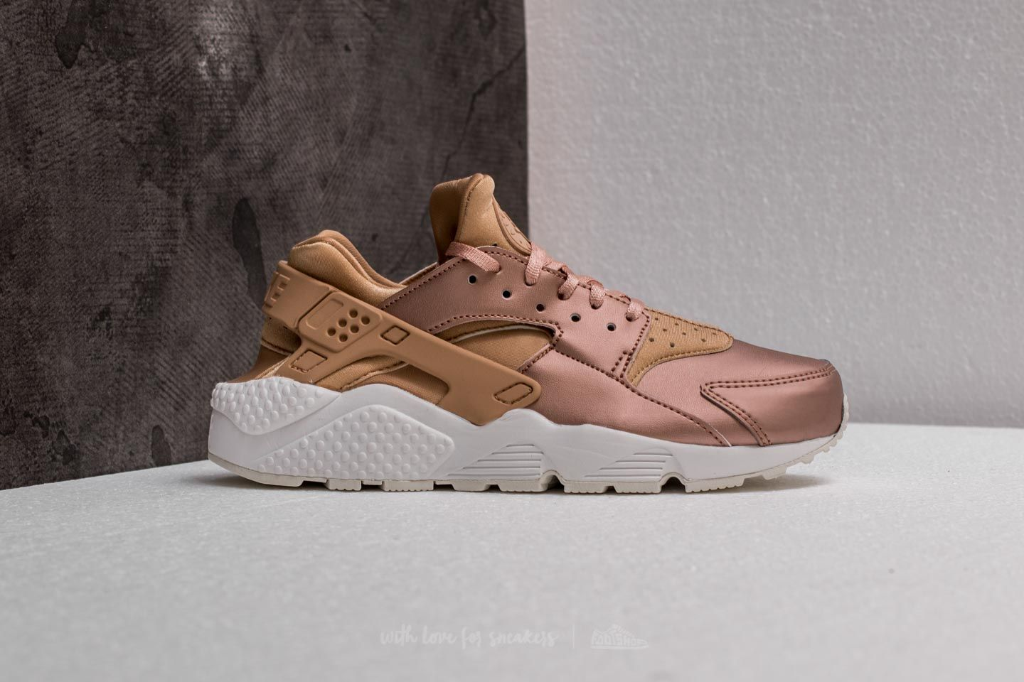 0a72df284912 ... top quality nike wmns air huarache run premium txt elm metallic red  bronze at a great