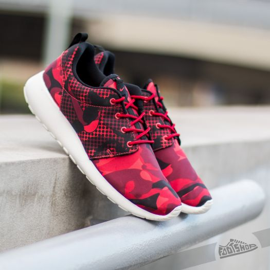 nike roshe one print red