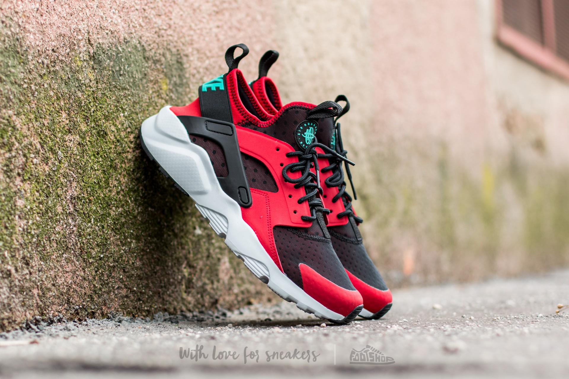 mens nike huarache black and red